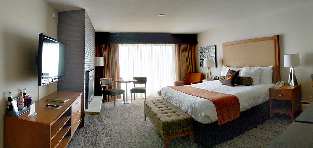 Coho-Oceanfront-Lodge-room-pano.jpg