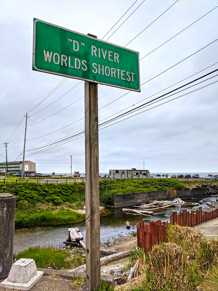 Lincoln-City-D-River-sign.jpg