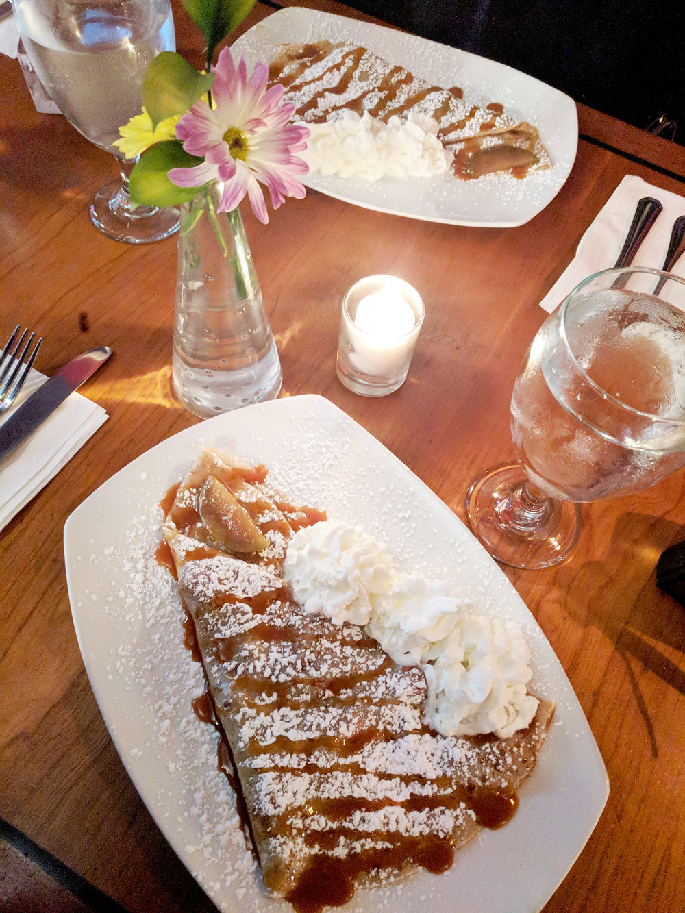 Le-happy-crepe-table.jpg