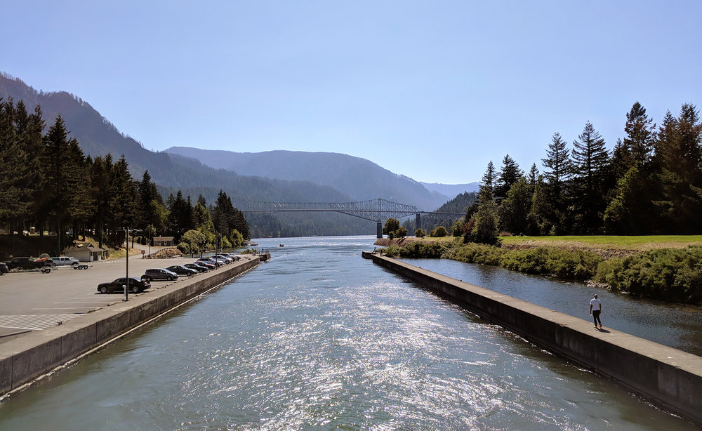 Cascade Locks river.jpg