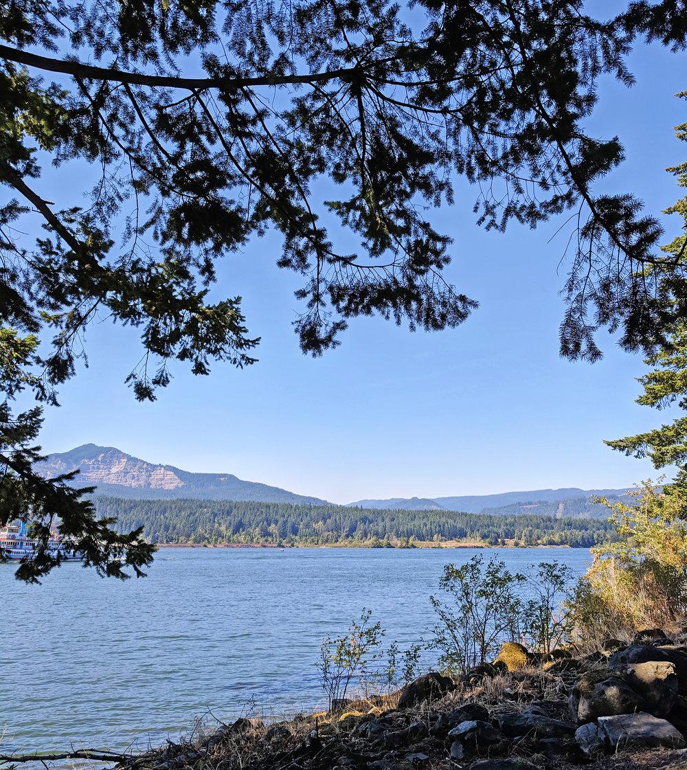Cascade Locks park view.jpg