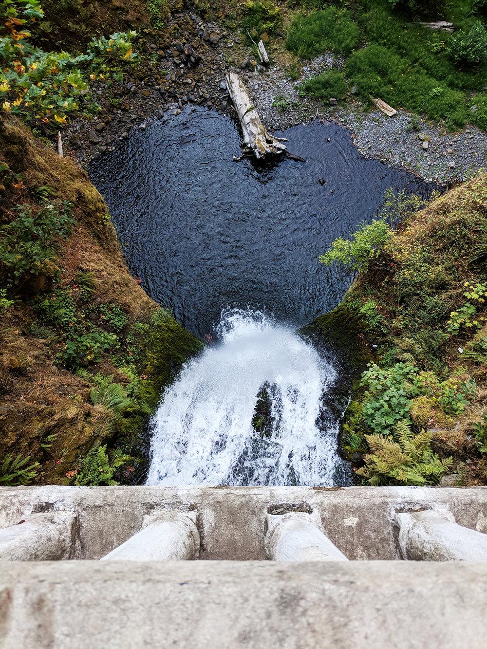 Multnomah Falls bridge view.jpg