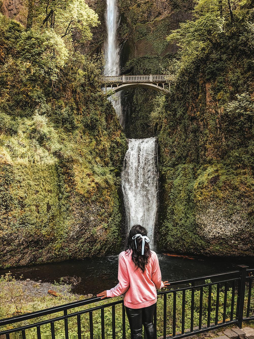 Multnomah Falls front view.jpg