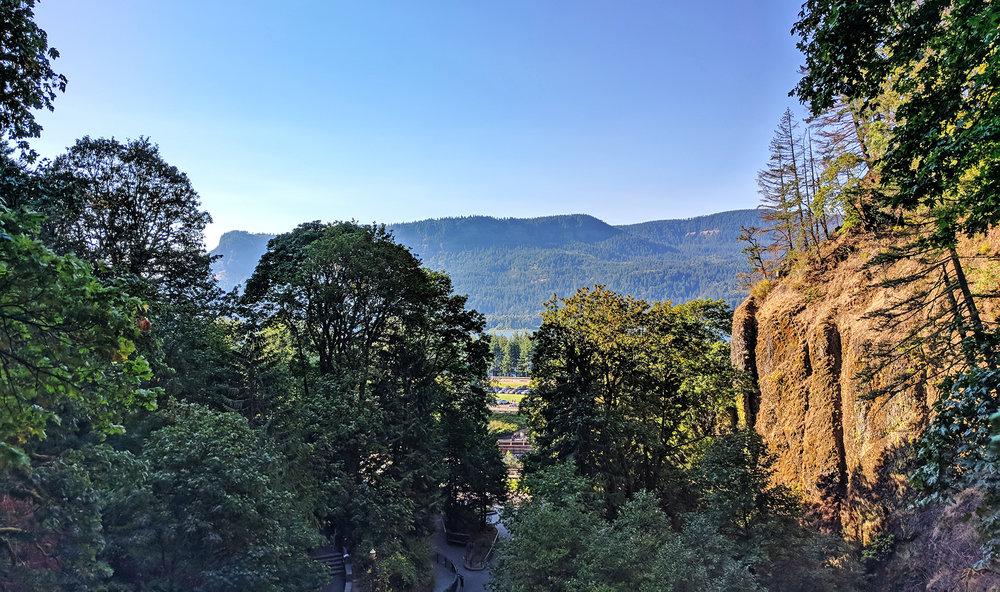 Multnomah Falls gorge view.jpg