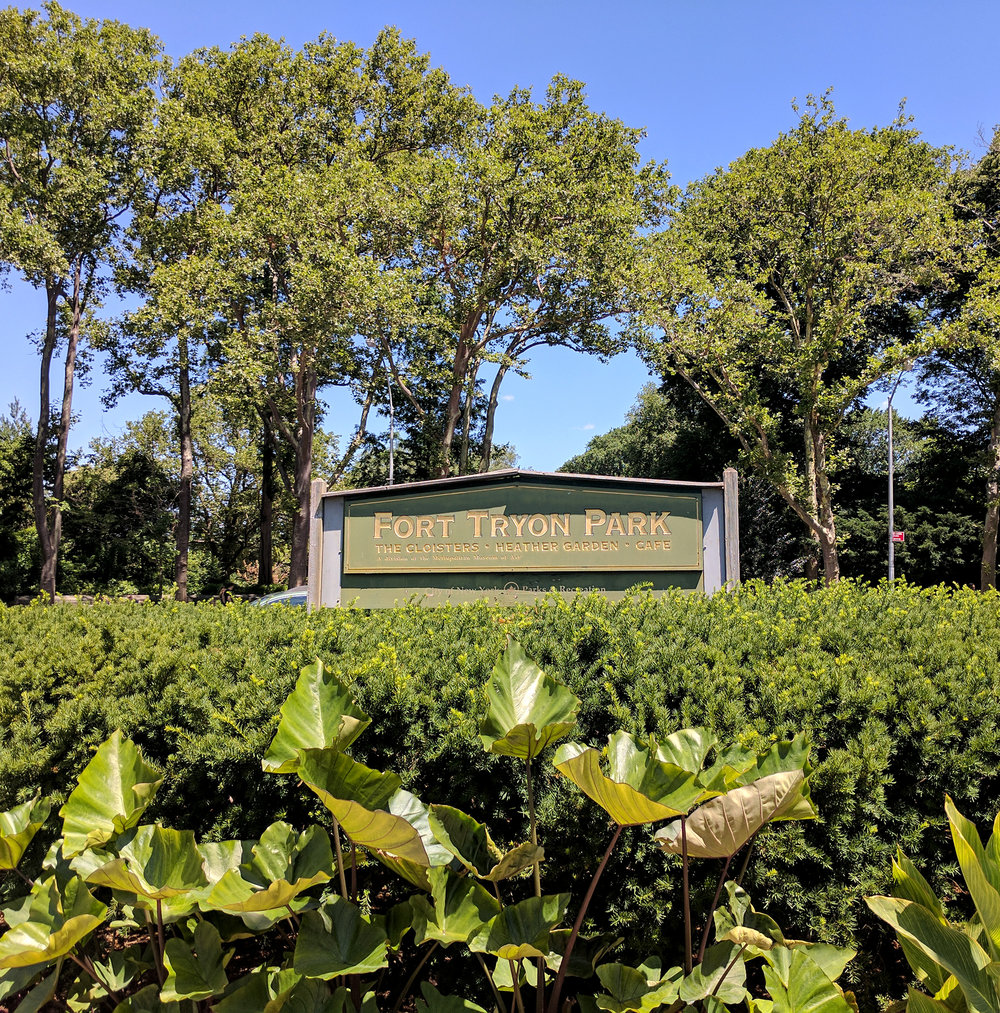Fort Tryon park entrance sign