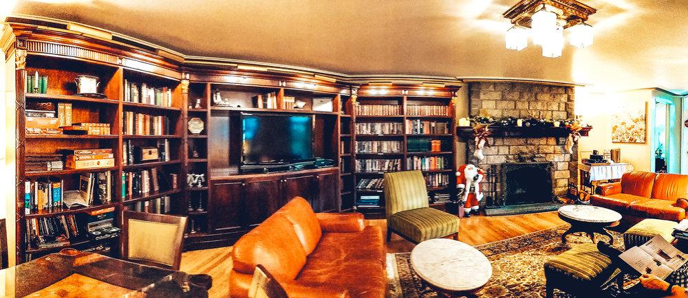 Abigails-lounge-pano.jpg