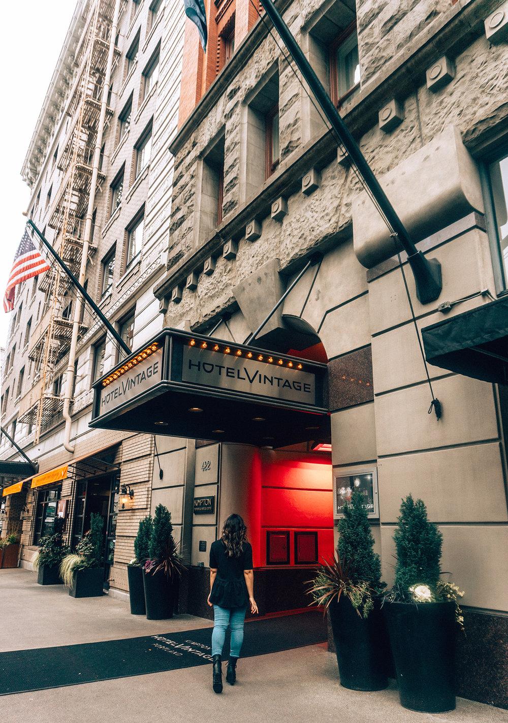 Hotel Vintage front walking