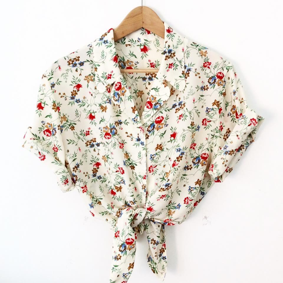 Crop top by Neko confeccionado a partir de una camisa vintage.