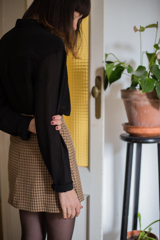 Mini falda vintage handmade by Neko. Colección que consta de 3 únicas unidades. Falda de tiro alto, botoncitos forrados y una agradable tela de estampado de cuadros.