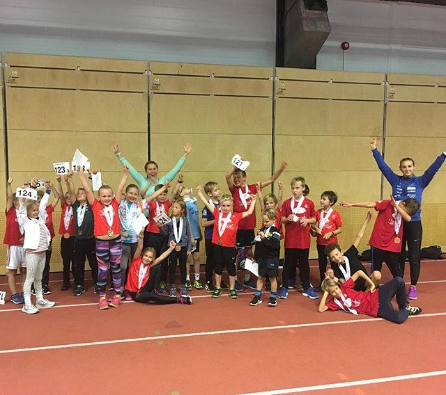 Trondheim Friidrett har arrangerte friidrettsskole (7-13 år) i Ranheimshallen 13.-15.aug. Barna hadde tre fantastiske dager med løp, hopp, kast og moro! Instruktørene var Marianne, Marit, Marte, Christian, Marcus, Ingar og Frank