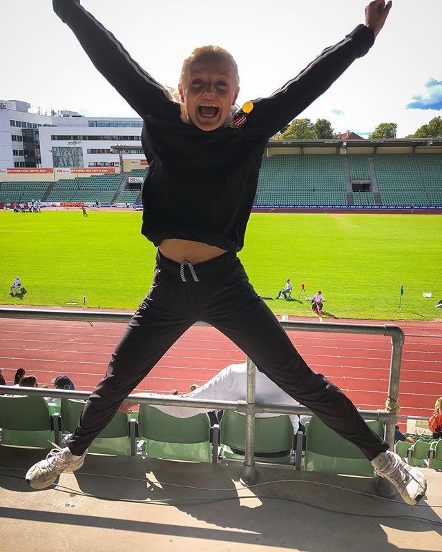 Når man blir juniornorgesmester på 200m og setter kjempepers med 24.00 (+1.0), blir man hoppende glad! Gratulerer! #trondheimfriidrett #friidrett