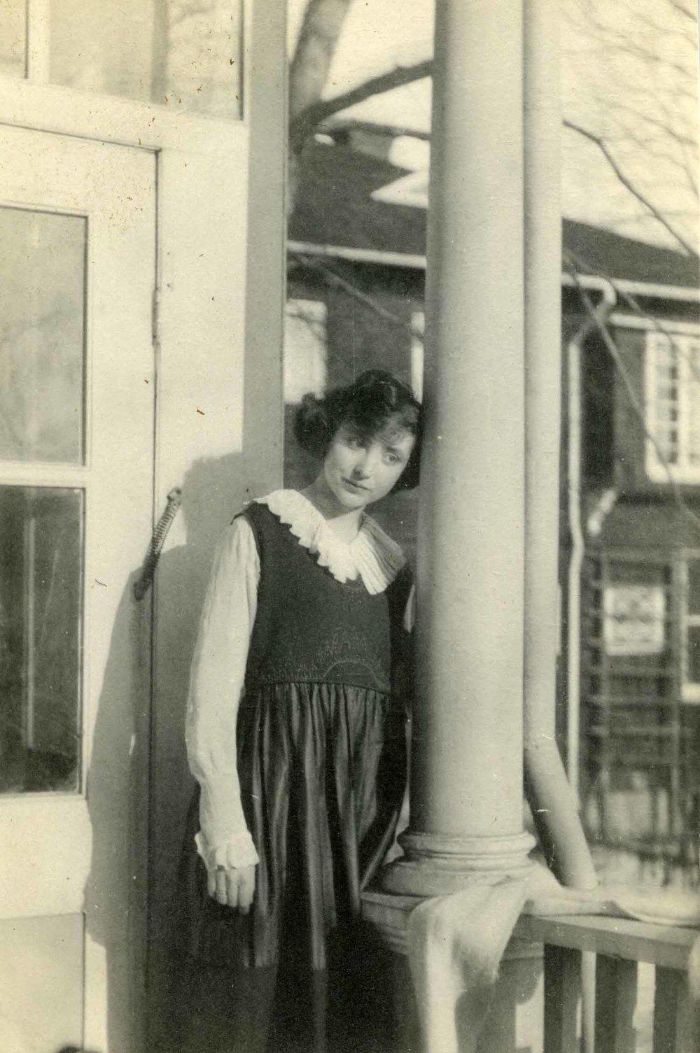 Anais 1920 4 with column.jpg