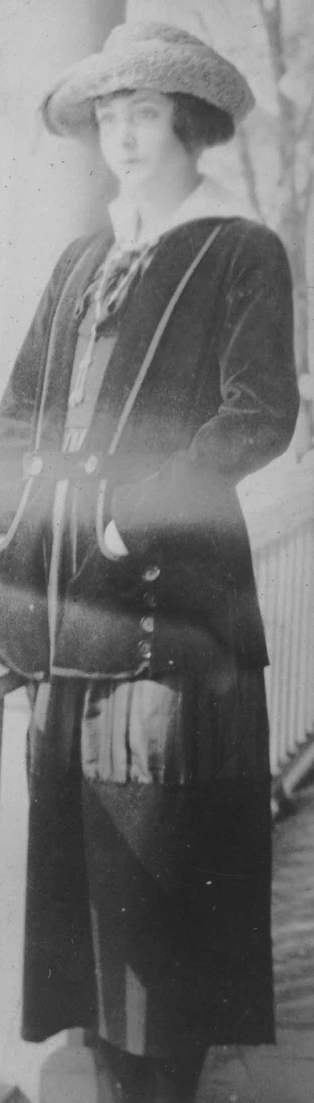 Anais 1920s 2.jpg