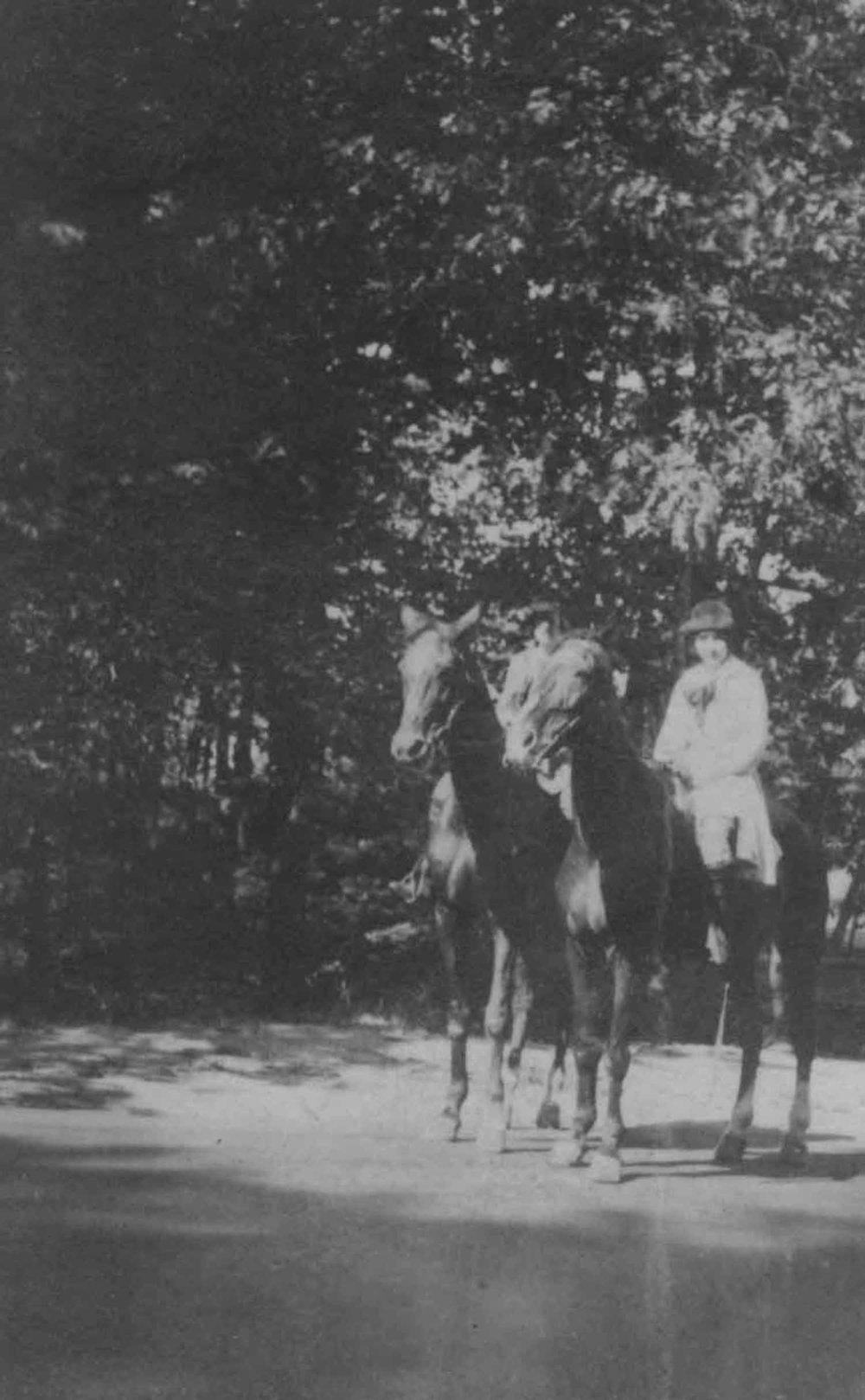 Anais 1920s 3.jpg