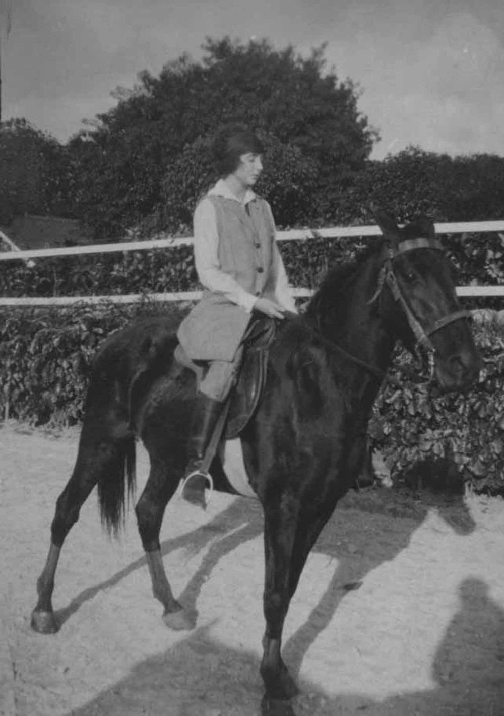 Anais 1923 11 Havana horse 2.jpg