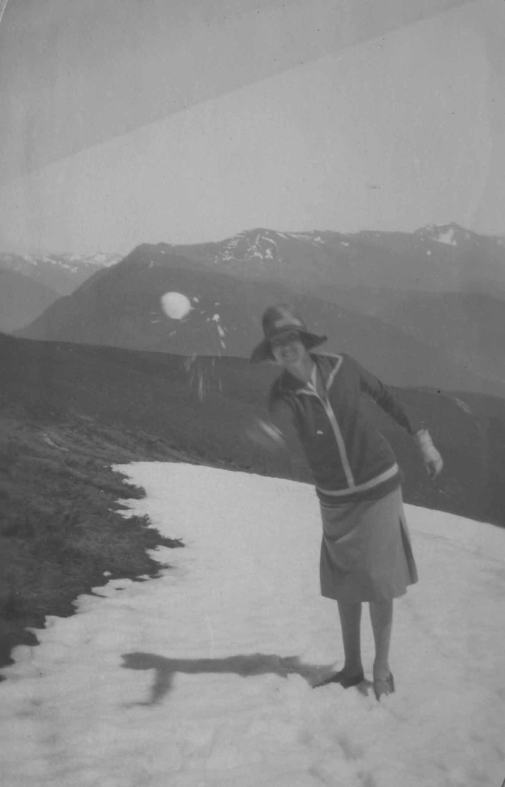 Anais 1927 4 Apr Pyranees.jpg