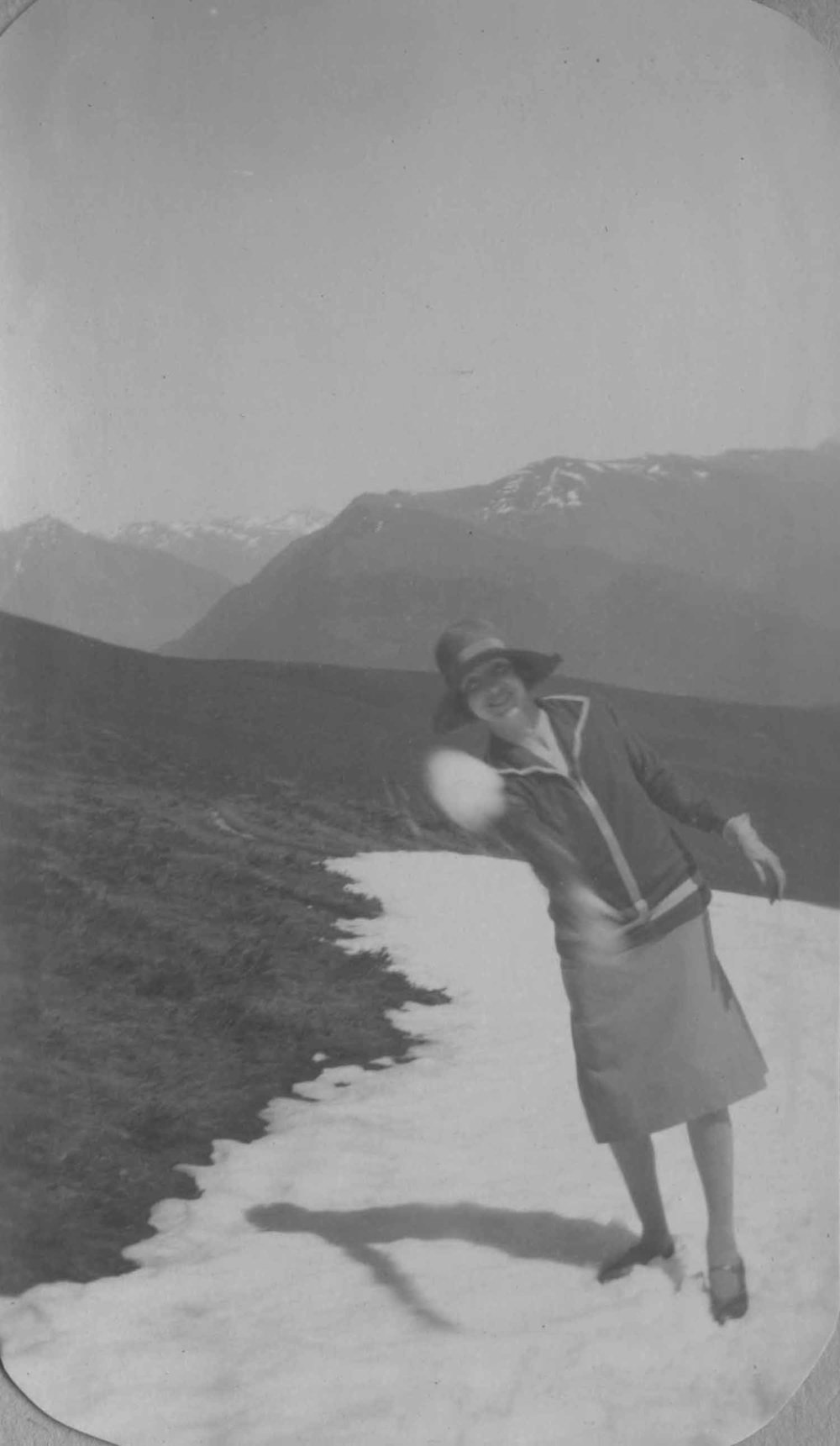 Anais 1927 5 Apr Pyranees.jpg