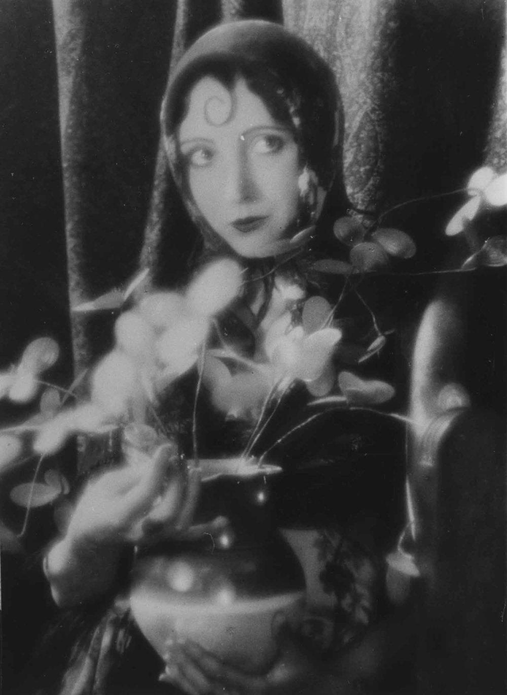 Anais 1927 20 curl flowerpot.jpg