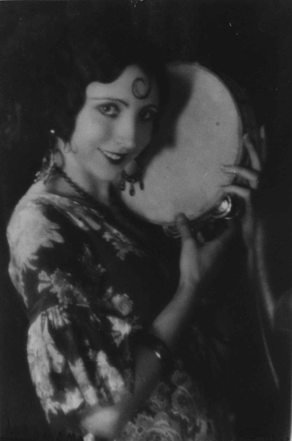 Anais 1927 21 Wilenski curl tambourine.jpg