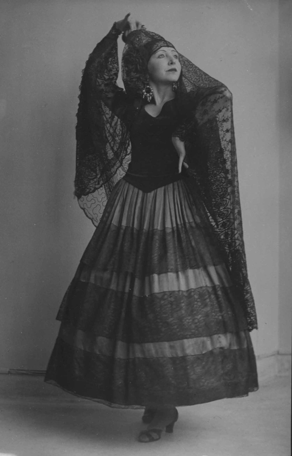 Anais 1928- dance costume.jpg