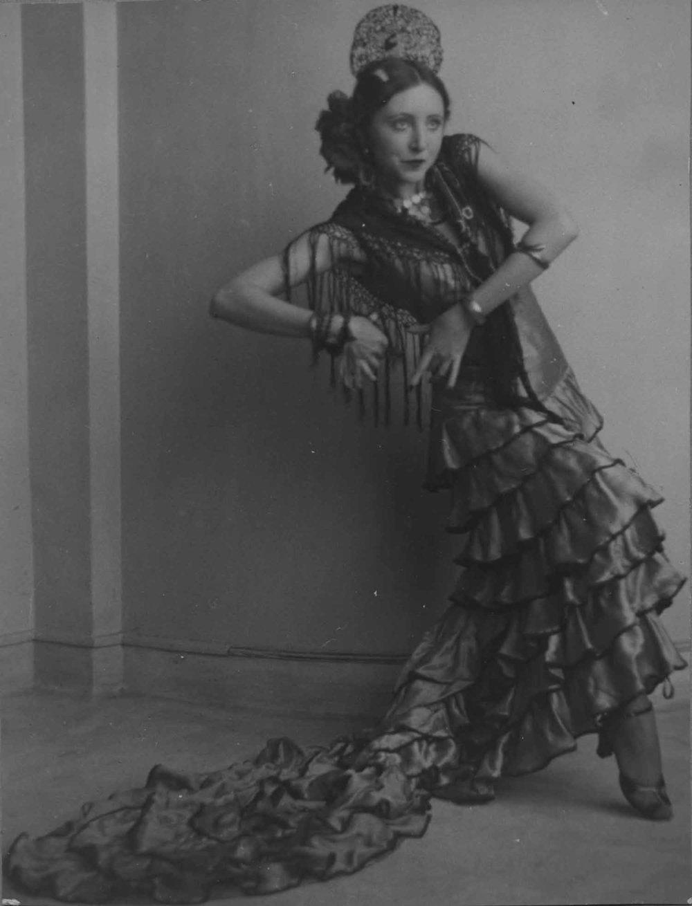 Anais 1928- dance pose.jpg