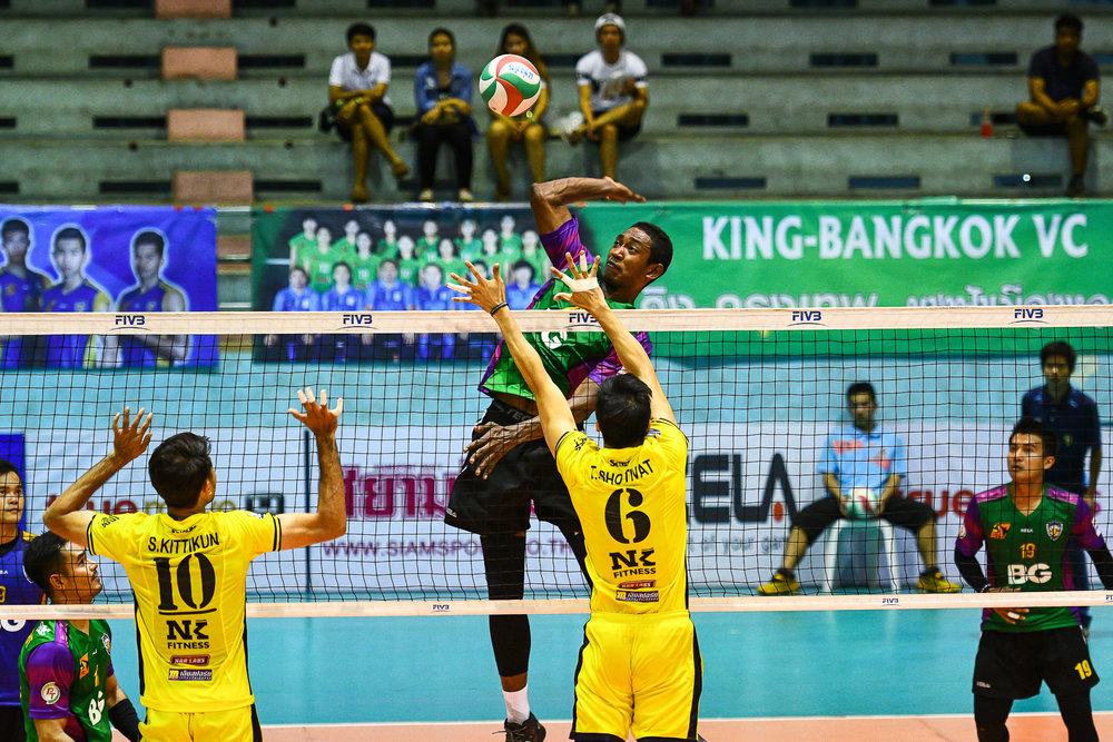 Sunday 19 Mar - Air Force VC #20 - KIssada Nilsawai jumps high to spike the ball against NK Fitness VC #10 Kittikun Sriutthawong and #6 Shotivat Tivsuwan at Chantarubeksa Air Force Stadium in Bangkok, Thailand. (Credit Image: Thailand Photo SEALs Sports Photography) (Photographer: Naratip Golf Srisupab)