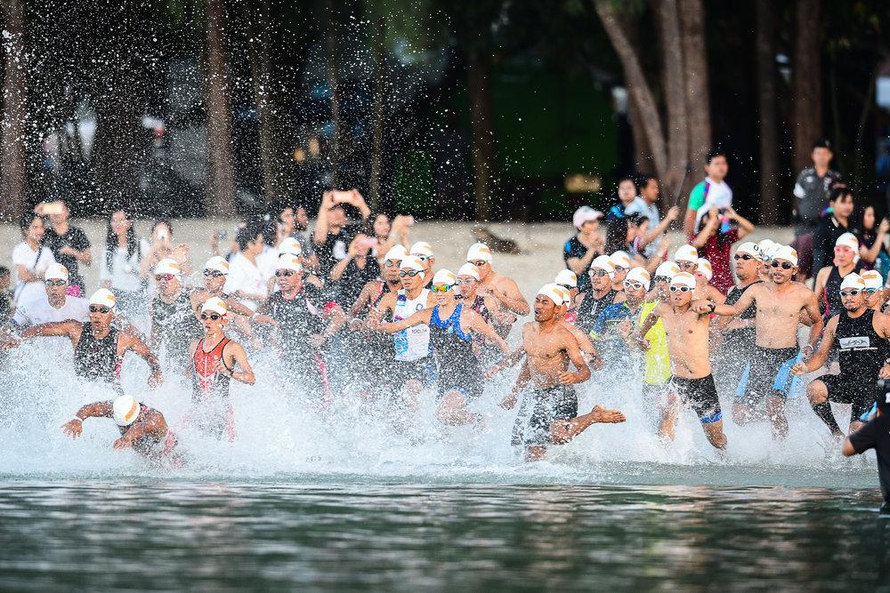KRABI, THAILAND - SEPTEMBER 03: The start of the Sprint Race as they enter the water with special guest Manow Phoranee Sritan of Thailand at Kanabnam International Triathlon Krabi 2017 on September 03, 2017 in Nopharat Thara Beach, Krabi, Thailand. (Photo by: Naratip Srisupab/Thailand Photo SEALs Sports Photography)