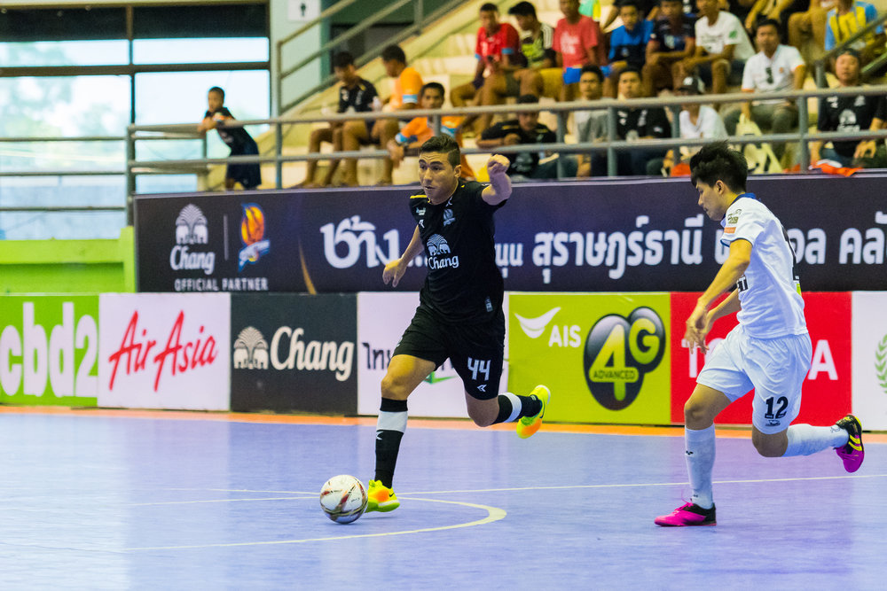 SURAT THANI, THAILAND - JUNE 11: Surat Thani vs Samut Sakhon Futsal on June 11, 2017 at Surat Thani Sports Complex, Surat Thani, Thailand. (Photo by: Naratip Srisupab/Thailand Photo SEALs Sports Photography)