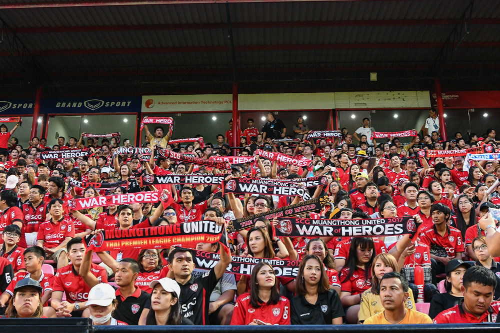 NONTHABURI, THAILAND - JULY 09: SCG Muangthong United fan club singing the pre-game anthem, Toyota Thai League T1, SCG Muangthong United vs Buriram United on July 09, 2017 at SCG Stadium, Nonthaburi, Thailand. (Photo by: Naratip Srisupab/Thailand Photo SEALs Sports Photography)