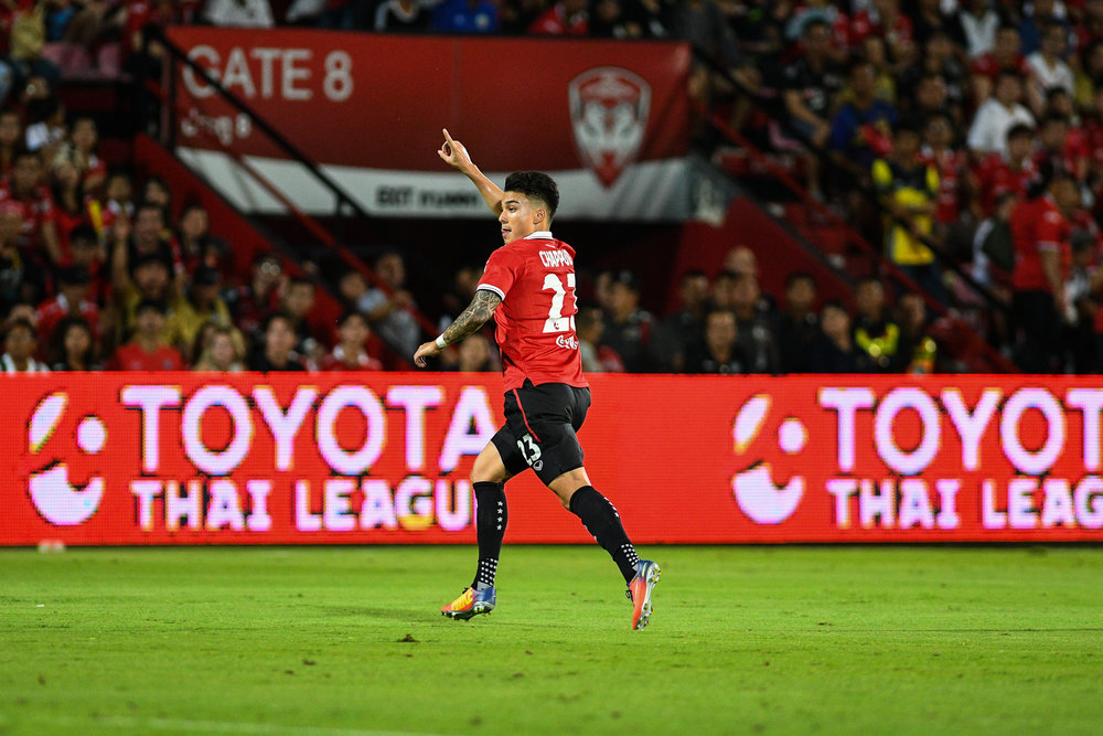 NONTHABURI, THAILAND - JULY 09: Charyl Chappuis of SCG #23 Mid Fielder during Toyota Thai League T1, SCG Muangthong United vs Buriram United on July 09, 2017 at SCG Stadium, Nonthaburi, Thailand. (Photo by: Naratip Srisupab/Thailand Photo SEALs Sports Photography)