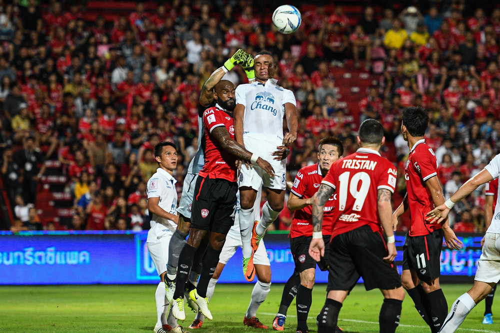 NONTHABURI, THAILAND - JULY 09: As both Defender Celio of SCG #29 and Coelho of Buriram #50 goes head to head during Toyota Thai League T1, SCG Muangthong United vs Buriram United on July 09, 2017 at SCG Stadium, Nonthaburi, Thailand. (Photo by: Naratip Srisupab/Thailand Photo SEALs Sports Photography)
