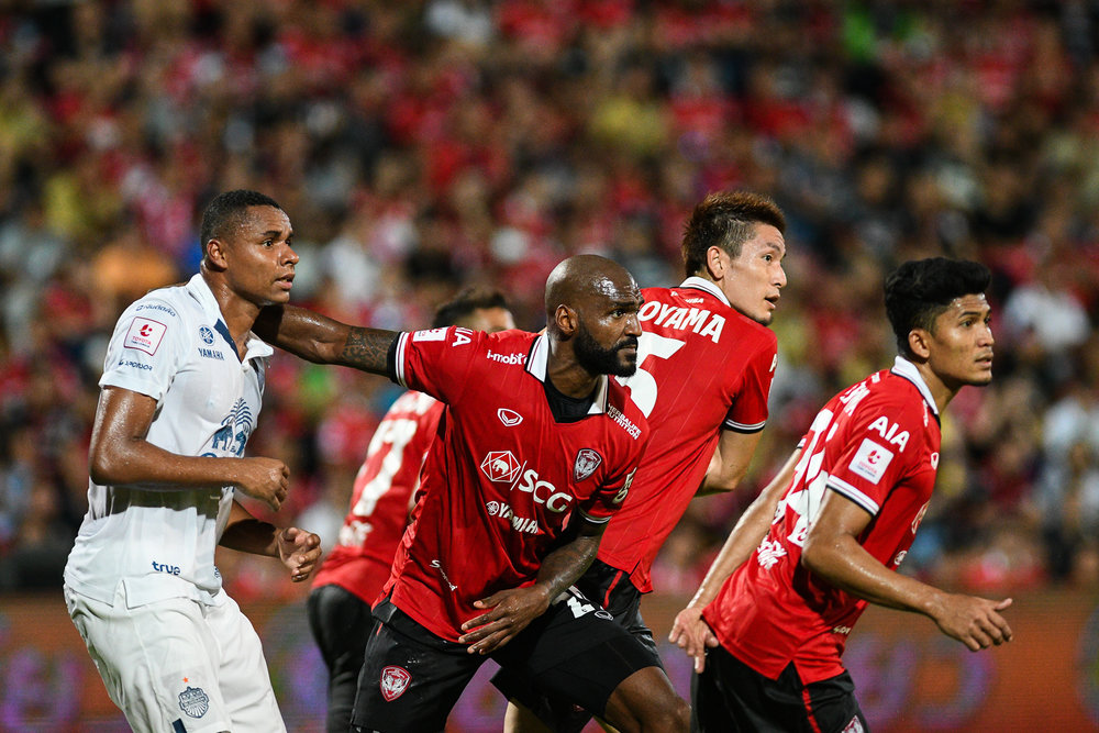NONTHABURI, THAILAND - JULY 09: Celio #29, Wattana #34, Aoyama #5 of SCG and Coelho of Buriram #50 waiting for the free kick during Toyota Thai League T1, SCG Muangthong United vs Buriram United on July 09, 2017 at SCG Stadium, Nonthaburi, Thailand. (Photo by: Naratip Srisupab/Thailand Photo SEALs Sports Photography)