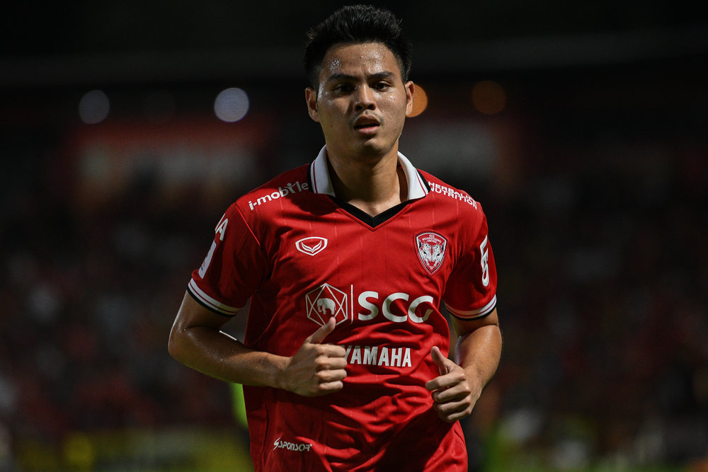 NONTHABURI, THAILAND - JULY 09: Theerathon Bunmathan of SCG #3 Defender during Toyota Thai League T1, SCG Muangthong United vs Buriram United on July 09, 2017 at SCG Stadium, Nonthaburi, Thailand. (Photo by: Naratip Srisupab/Thailand Photo SEALs Sports Photography)