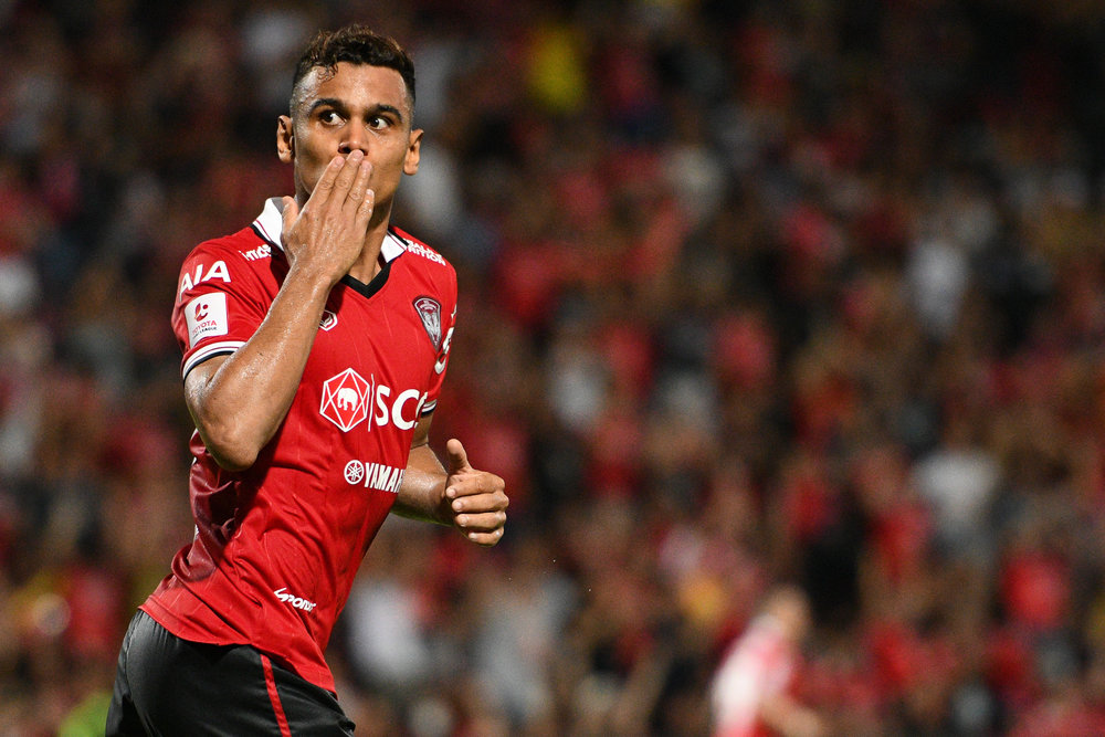 NONTHABURI, THAILAND - JULY 09: Leandro Assumpcao of SCG #77 Forward celebrate after making a crucial goal in the last 3 minutes to tied the game 1-1 during Toyota Thai League T1, SCG Muangthong United vs Buriram United on July 09, 2017 at SCG Stadium, Nonthaburi, Thailand. (Photo by: Naratip Srisupab/Thailand Photo SEALs Sports Photography)