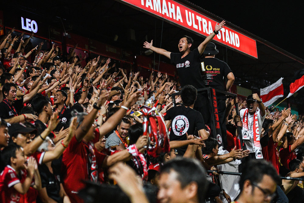 NONTHABURI, THAILAND - JULY 09: SCG Muangthong fan club was pretty seldom until the last 3 minutes of the game when Leandro Assumpcao of SCG #77 Forward scored a goal during Toyota Thai League T1, SCG Muangthong United vs Buriram United on July 09, 2017 at SCG Stadium, Nonthaburi, Thailand. (Photo by: Naratip Srisupab/Thailand Photo SEALs Sports Photography)