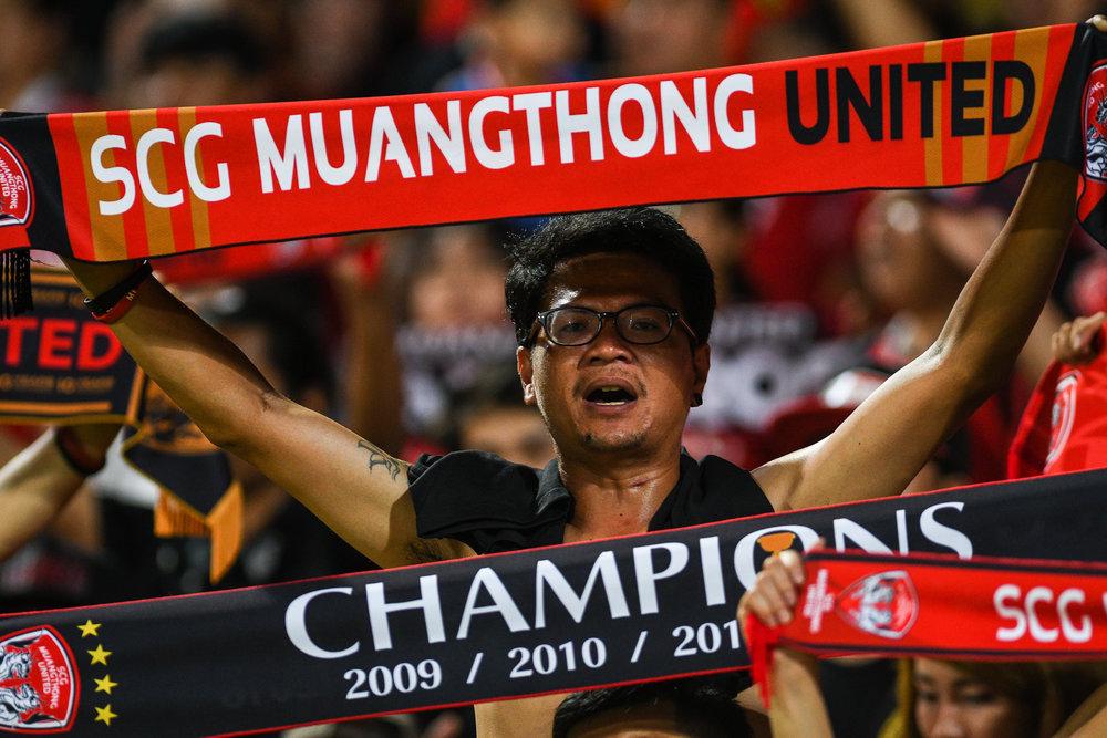 NONTHABURI, THAILAND - JULY 09: Fan club during Toyota Thai League T1, SCG Muangthong United vs Buriram United on July 09, 2017 at SCG Stadium, Nonthaburi, Thailand. (Photo by: Naratip Srisupab/Thailand Photo SEALs Sports Photography)