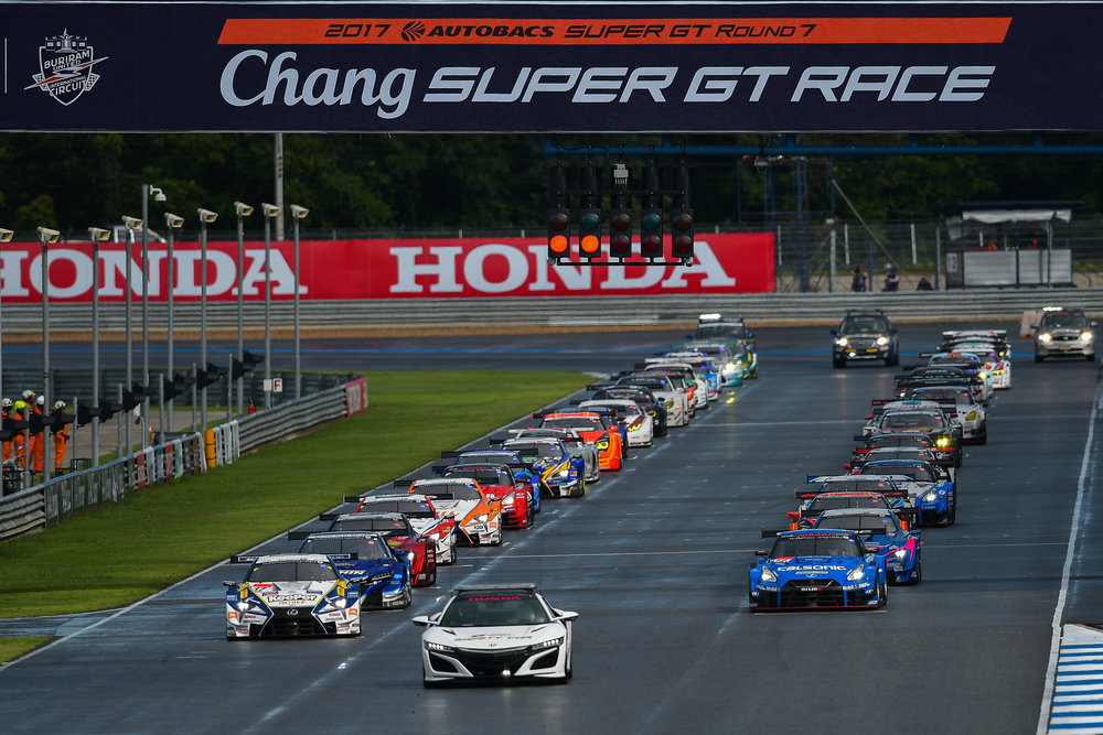 BURIRAM, THAILAND - OCTOBER 08: Starting Line-Up for the AUTOBACS Chang Super GT Round 7 Race 2017, Chang International Circuit, Buriram, Thailand on October 08, 2017. (Photo by: Naratip Srisupab/SEALs Sports Images)