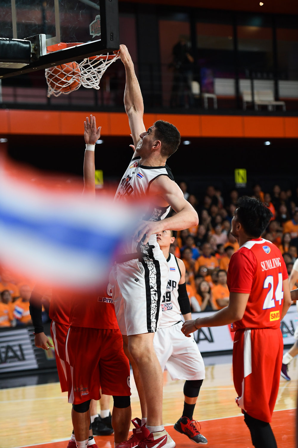 BANGKOK, THAILAND - APRIL 30: Samuel Deguara (21) of MONO Vampire Basketball Club dunking during Game 4 of the Finals Asean Basketball League 2017-2018, Mono Stadium 29, Bangkok, Thailand on April 30, 2018. (Photo by: Naratip Golf Srisupab/SEALs Sports Images)