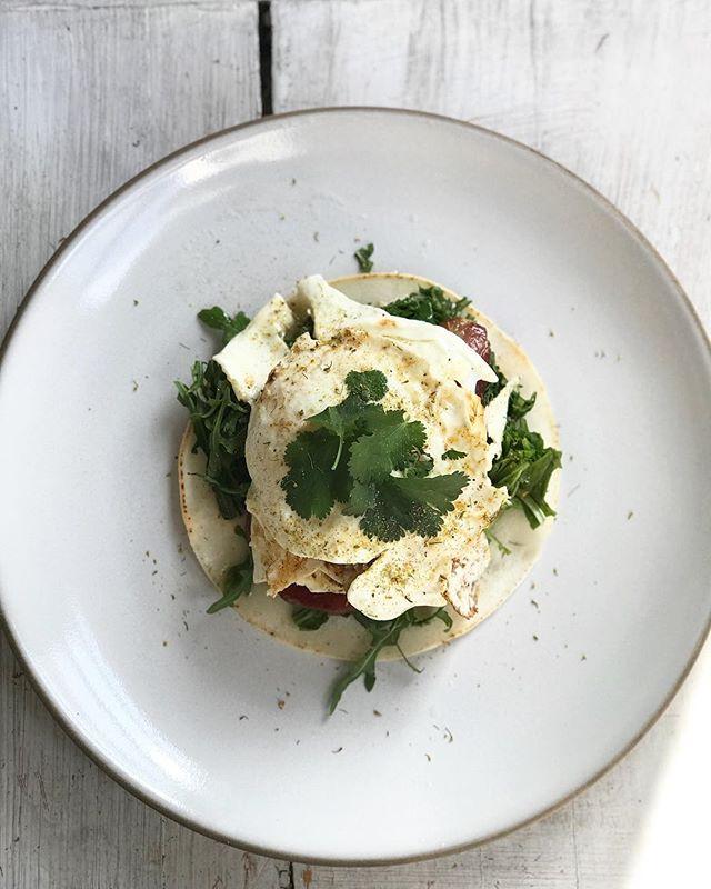 #breakfast = #coconuttortilla @therealcoconut #bacon @peadsandbarnetts #eggs #arugula #cilantro @heathceramics #livingfullz