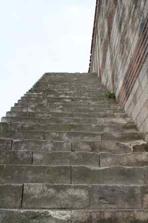 Stairs going up to the top of the walls, no barrier.