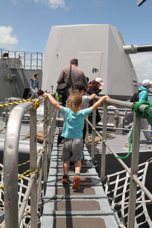 Crossing between the JDS Takanami and New Zealand Te Mana frigate.