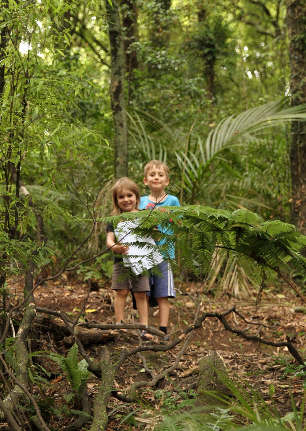 2 young kiwi rangers in the Manawatu Gorge