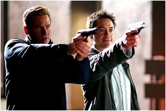 """Val Kilmer and Robert Downey Jr in """"Kiss Kiss Bang Bang."""" (Warner Bros. Pictures)"""