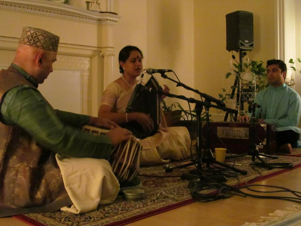 IndraniMukherjee(vocal),SamirChatterjee(tabla),RohanPrabhudesai(harmonium).jpg