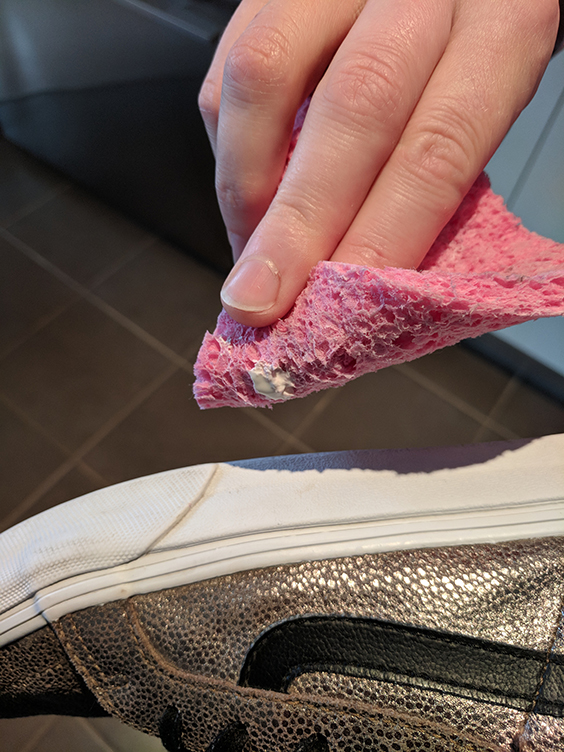 Bend the sponge back on itself to enable clear visibility