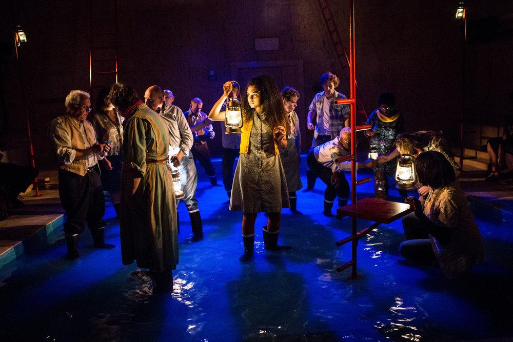 YV+TP+The+Curtain+dir+Rachel+Lincoln+-+©HelenMurray-609.jpg