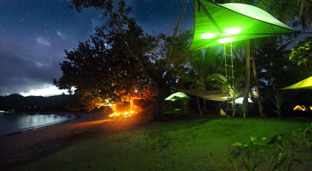 La stingray de nuit au bord de l'eau
