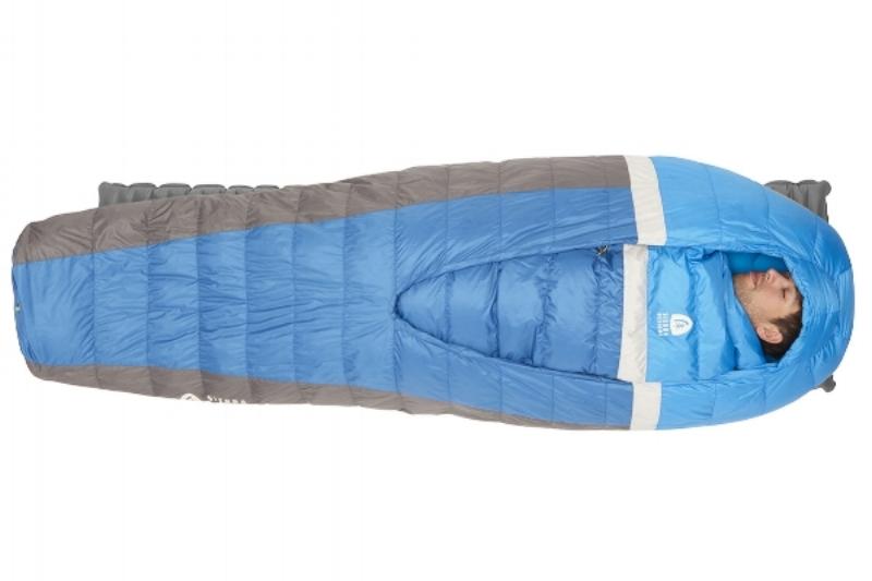 Les petits détails qui apportent un grand confort Pour éviter de vous battre toute la nuit avec votre matelas, le Backcountry Bed intègre un insert au dos du sac afin d'éviter de se retrouver par terre le matin si vous bougez pendant la nuit.