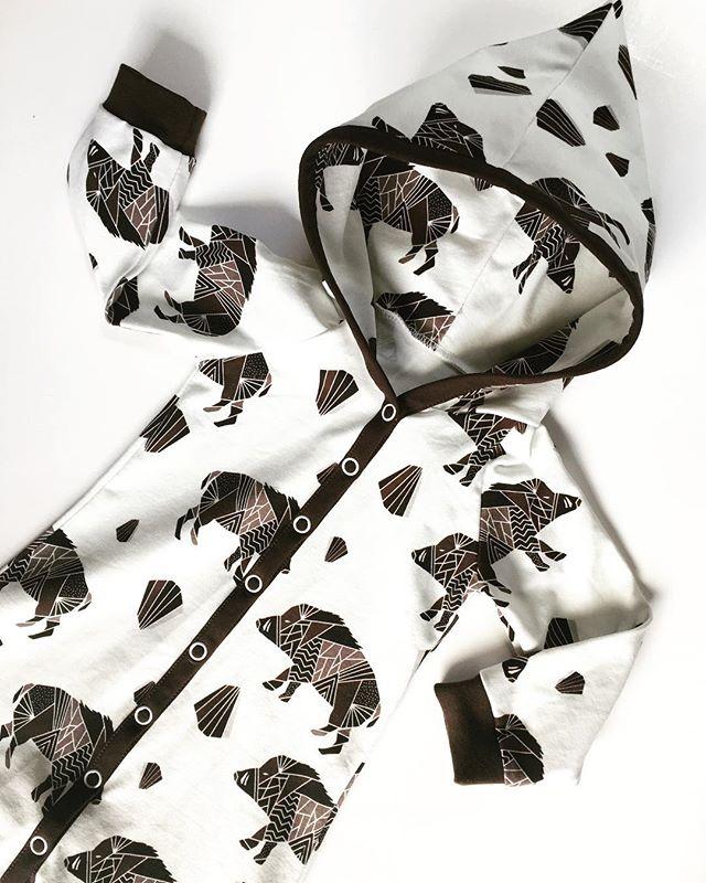 Länge sedan jag sydde någon Baggydress men här kommer en i ett av mina favorittyger 🐗⭐️ #chipmonki #inspirationforflickor #inspirationforpojkar #barnkläder #barnklädertillsalu #bebiskläder #bebisklädertillsalu #babyclothes #hemmasytt #hemmasytttillsalu #ekologiskabarnkläder #ekologiskabebiskläder #baggydress