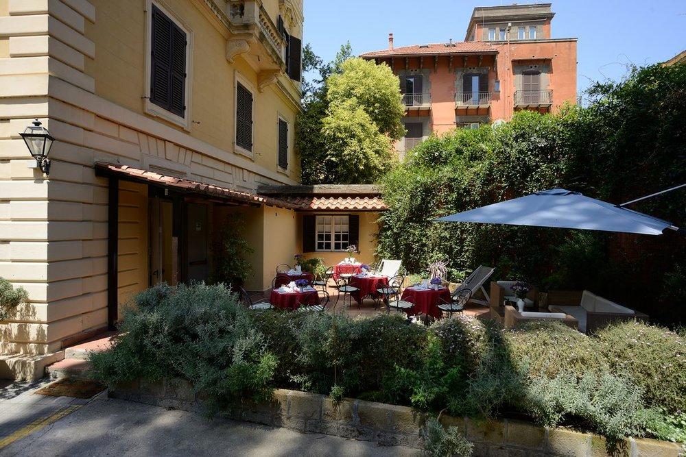Rome_Garden_Hotel_patio_9.jpg